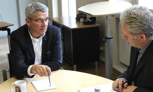 Bürgermeister Lutz Urbach im Gespräch mit Georg Watzlawek