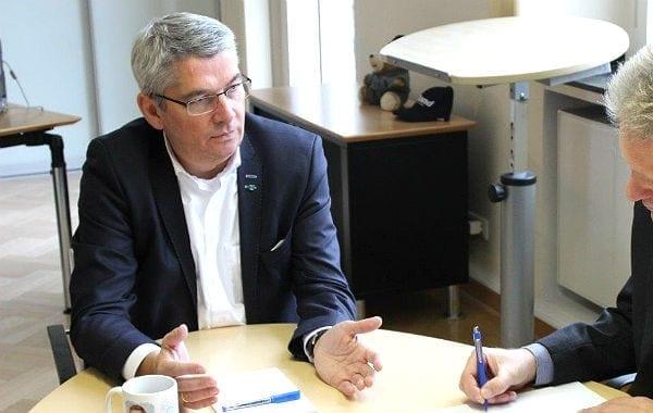 Urbach Interview offene Hand 600