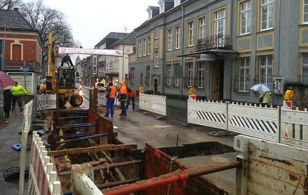 An der Ecke Odenthaler/Hauptstraße soll der Karnevalszug an der Baustelle vorbei geleitet werden