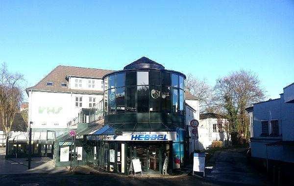 Das Café Centrale über dem Reisebüro Hebbel an der Buchmühlenstraße