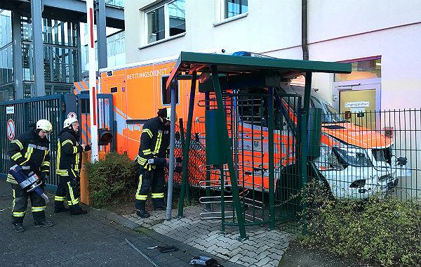Der demolierte Rettungswagen nach der Chaosfahrt