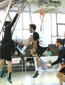 Ali Enzar Hrustic von der Schönen Gruß, Georg Watzlawek Pegasus im Spiel gegen den türkischen Verein Marmara. Foto: Marco Spelten