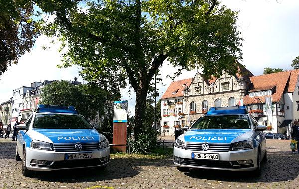 Konrad-Adenauer Platz mit Rathaus und Bock im Hintergrund. Foto: Archivbild