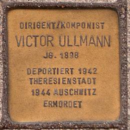 Ein Stolperstein vor der Hamburgischen Staatsoper erinnert an Victor Ullmann. Foto: Ajepbah / Wikimedia / CC-BY-SA-3.0 DE