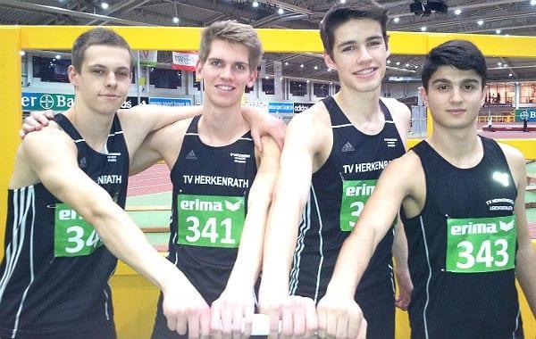 Die 4 x 200-Meter-Staffel U20 des TV Herkenrath: Moritz Lohmann, Milan Wurth, Bastian Höller, Bekim Bodini