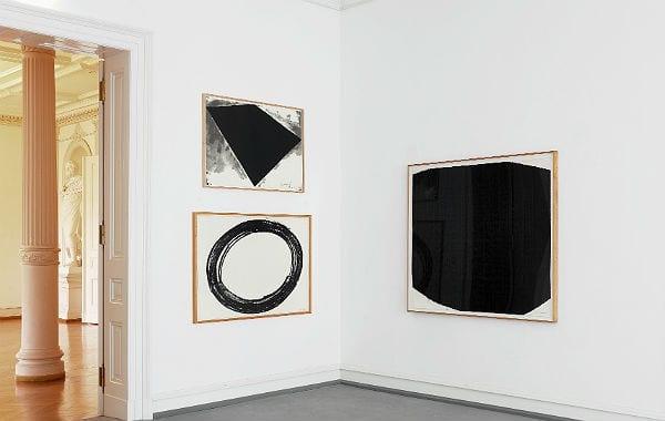 Werke von Philip Glass Poster, Double Ring II, und Core. Foto: Richard Serra