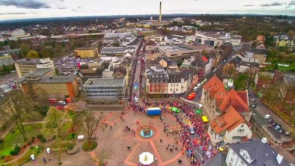 Der Konrad-Adenauer-Platz, das Herz der Stadt