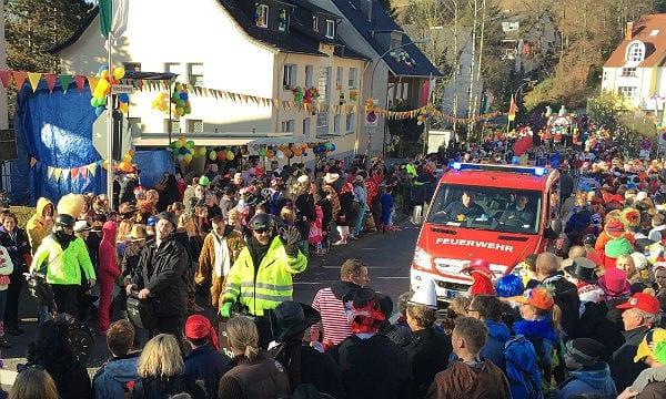 Feuerwehr Karneval Zug 600