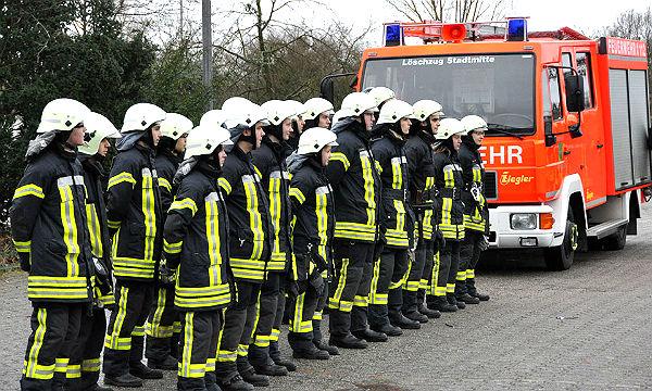 19 Nachwuchskräfte haben die Feuerwehr-Grundausbildung in Bergisch Gladbach absolviert