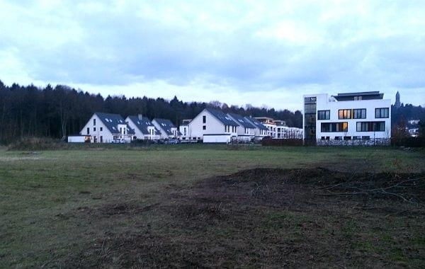Auf dem Carpark-Gelände neben der Helene-Stöcker-Siedlung wird eine Containerunterkunft gebaut