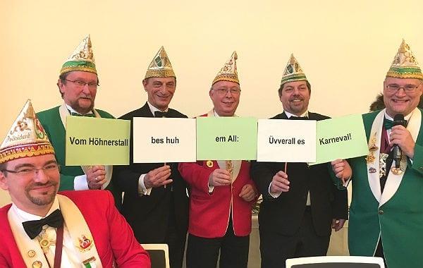 Spitzenvertreter des Bergisch Gladbacher Karnevals präsentieren das Motto der Session 2017. Foto: D. Dietsch