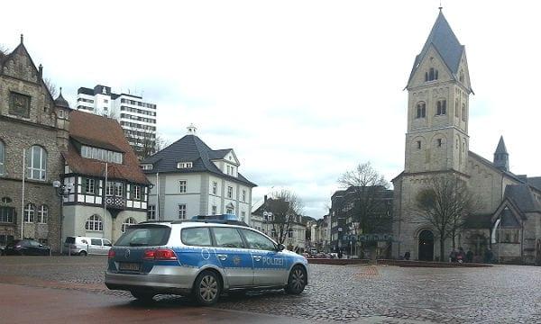 Polizei Auto Markt 600