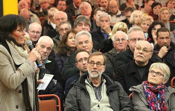 Positive Appelle und viele skeptische Gesichter bei der Bürgerversammlung
