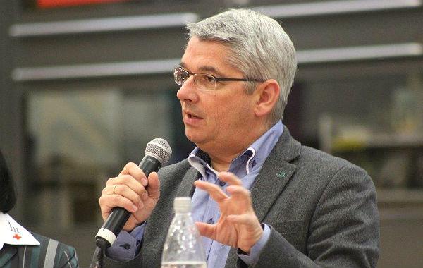 Bürgermeister Lutz Urbach versucht die Sorgen der Anwohner zu entkräften