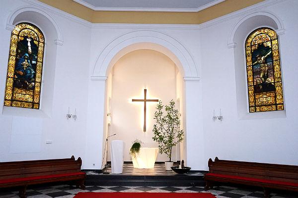 Die Gnadenkirche mit dem neuen Altar