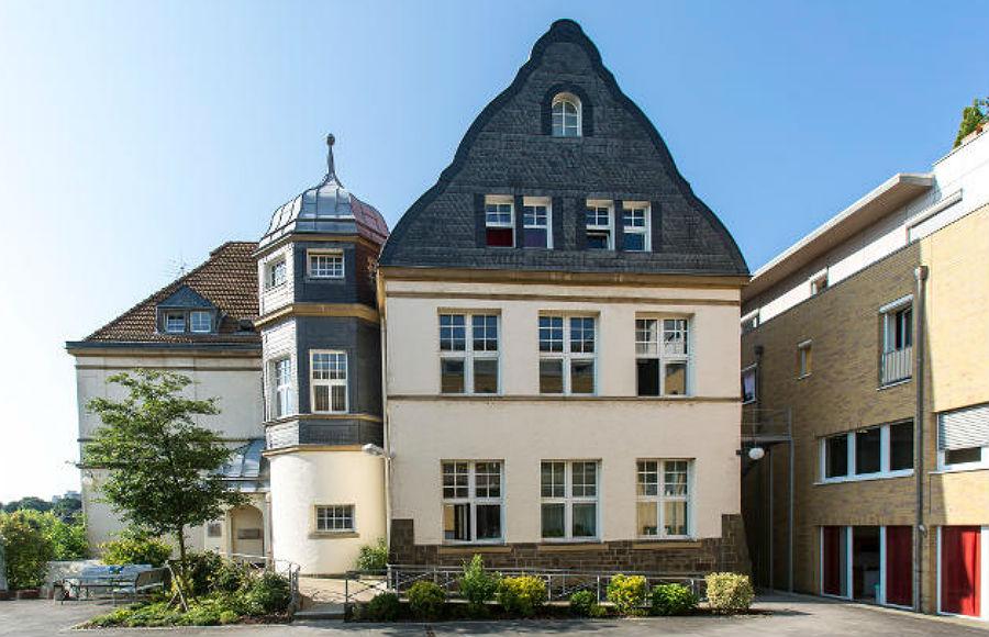 Das Gebäude des heutigen Progymnasiums in Bensberg