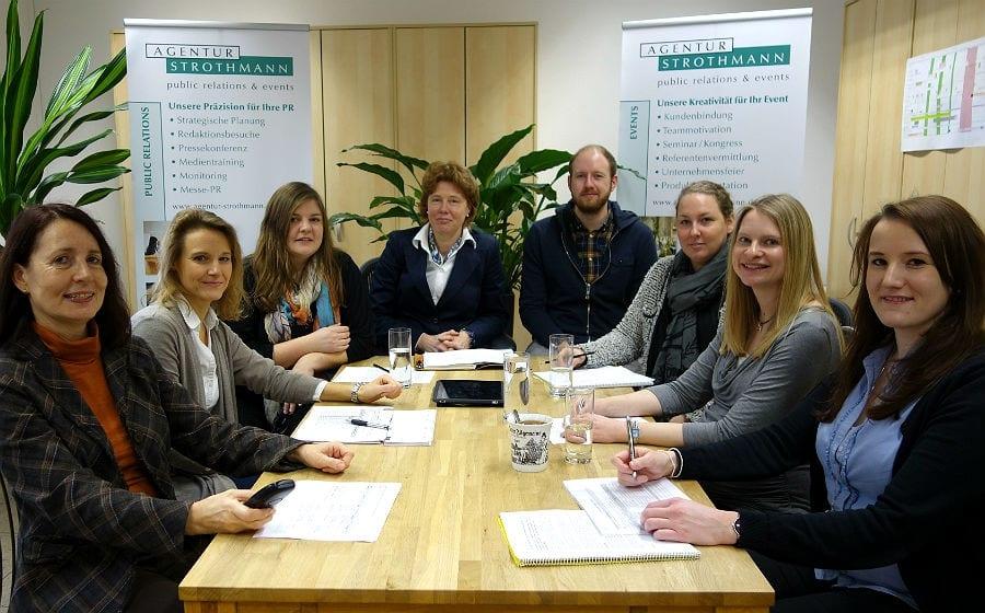 Das Team der Agentur Strothmann um Elke Strothmann (Mitte)