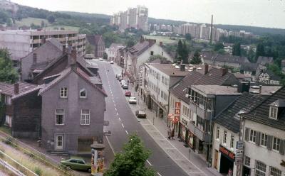 Blick in die Hauptstraße, hinten links wird gebaut. Foto: Willi Fritzen