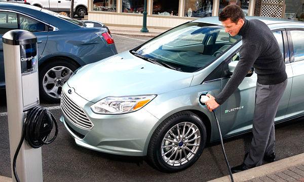 Der neue Focus Electric gehört zu den Plug-In: Strom aus der Steckdose, aber ein Verbrennungsmotor ist auch an Bord. Werksfoto Ford