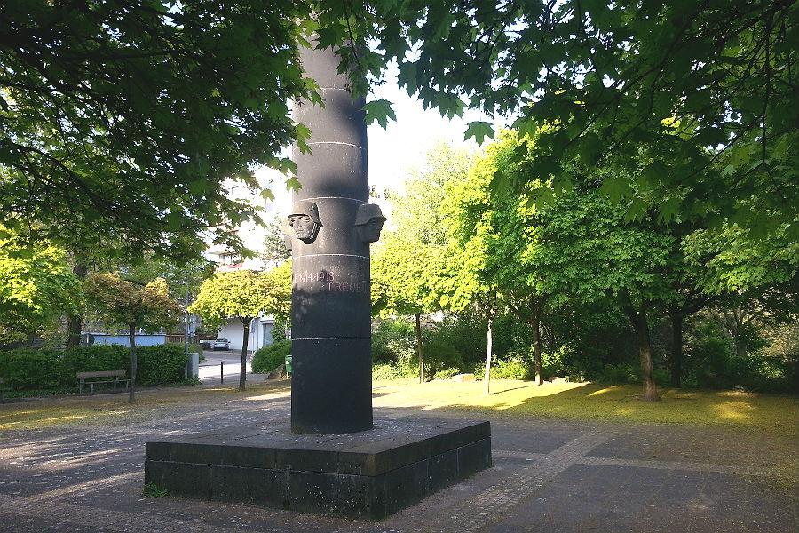 Der Deutsche Platz in Bensberg- auch bei Sonnenschein sehr schattig