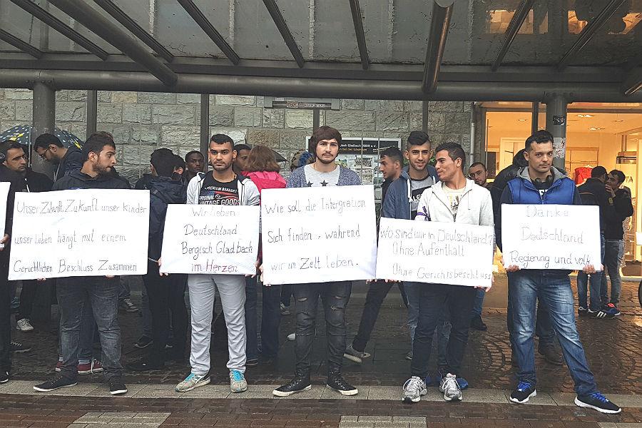 Fluechtlinge Demo 1 900