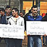 Flüchtlinge demonstrieren für Zugang zu Asylverfahren