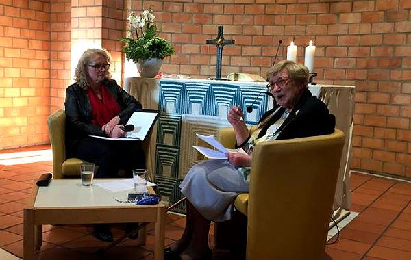 Rodica Jung berichtet beim Ganey Tikva-Verein Bergisch Gladbach über die Nazi-Zeit
