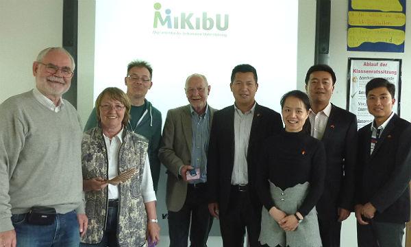 MiKibU-Vorstand Dirk Cromme mit Christiane Müller, Gunnar Treitschke, Henry Stewen und der Delegation