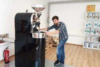 Lennart Altscher produziert in seiner Kaffeewerkstatt Quimbaya in Bergisch Gladbach handwerklichen Spezialitäten-Kaffee