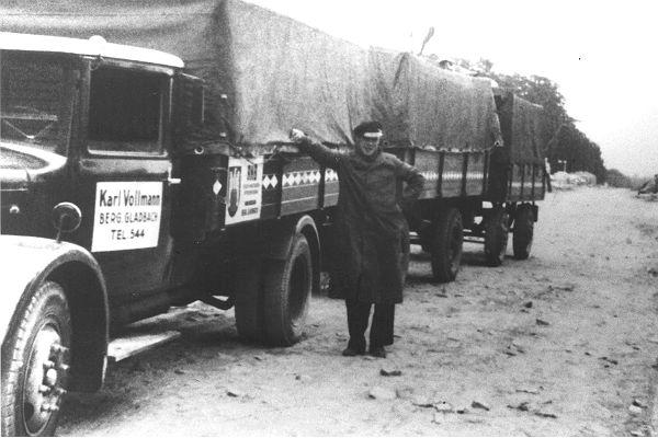 Charly Vollmann mit seinem Lastwagen