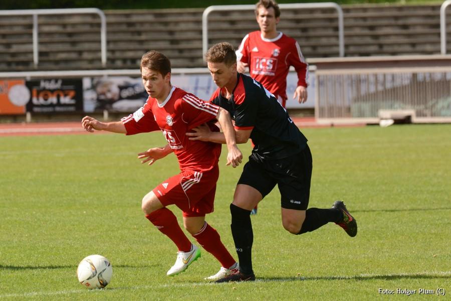 Daniel Isken vom SV 09 Bergisch Gladbach stürmt nach vorne