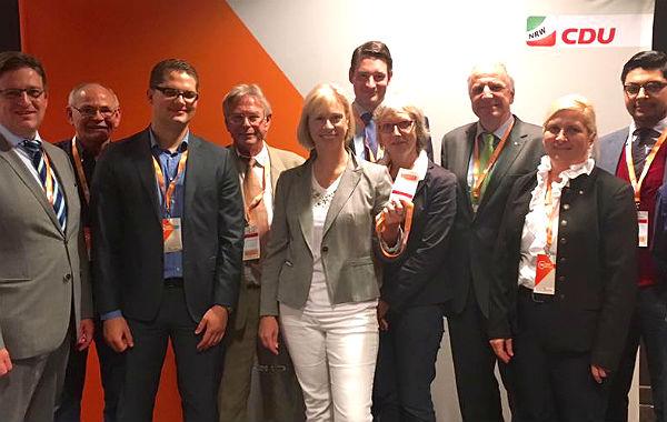 Holger Müller (3.v.l.) und Doro Dietsch mit Parteifreunden beim CDU-Landesparteitag in Aachen. Foto: Screenshot