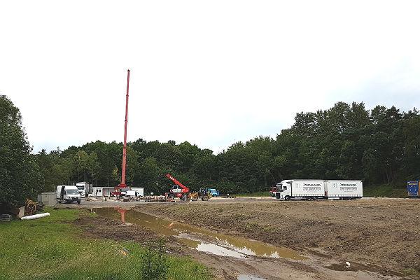 In Lückerath werden die ersten Container aufgestellt
