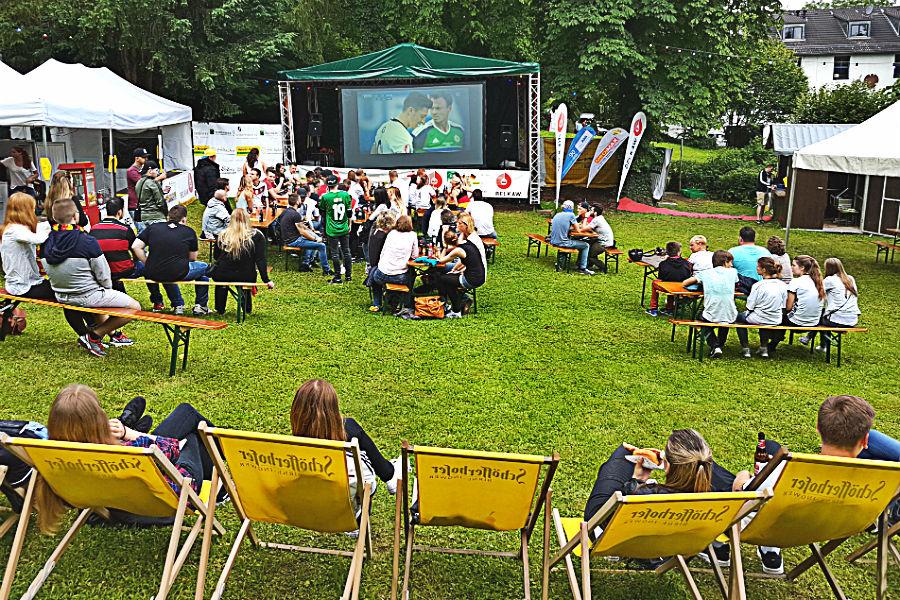 Public Viewing Kirchgarten Gnadenkirche