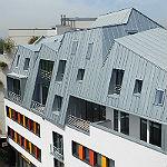 Dramatische Dachlandschaft schmückt die Schlossstraße