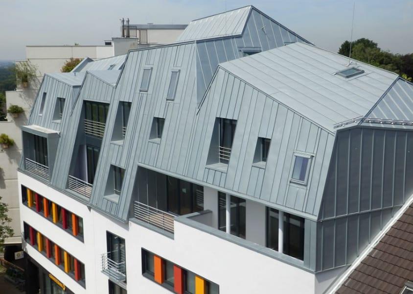 Das umgebaute Gebäude an der Schlossstraße 1-3 in Bergisch Gladbach-Bensberg