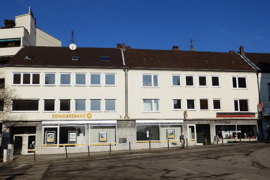 So kennt man die Schlossstraße 1-3., wenn man die Kölner Straße heraufkommt