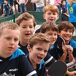 Tom und Piet zeigen beim Bambini-Cup Talent an der Platte