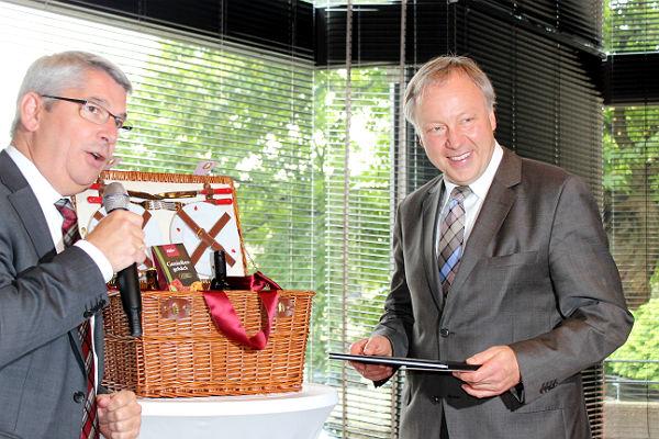 Lutz Urbach verabschiedet Stephan Schmickler