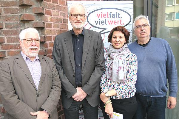Wolfgang Drötboom, Prof. Dr. Borwin Bandelow, Lea Wohl von Haselberg,und Thomas Pütz stellen die Kampagne der Caritas RheinBerg vor