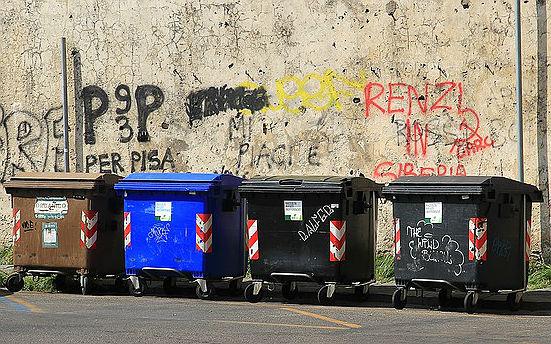 Große Müllbehälter lassen sich kostengünstig bewirtschaften, kleine Tonnen sind umweltfreundlich, aber teuer