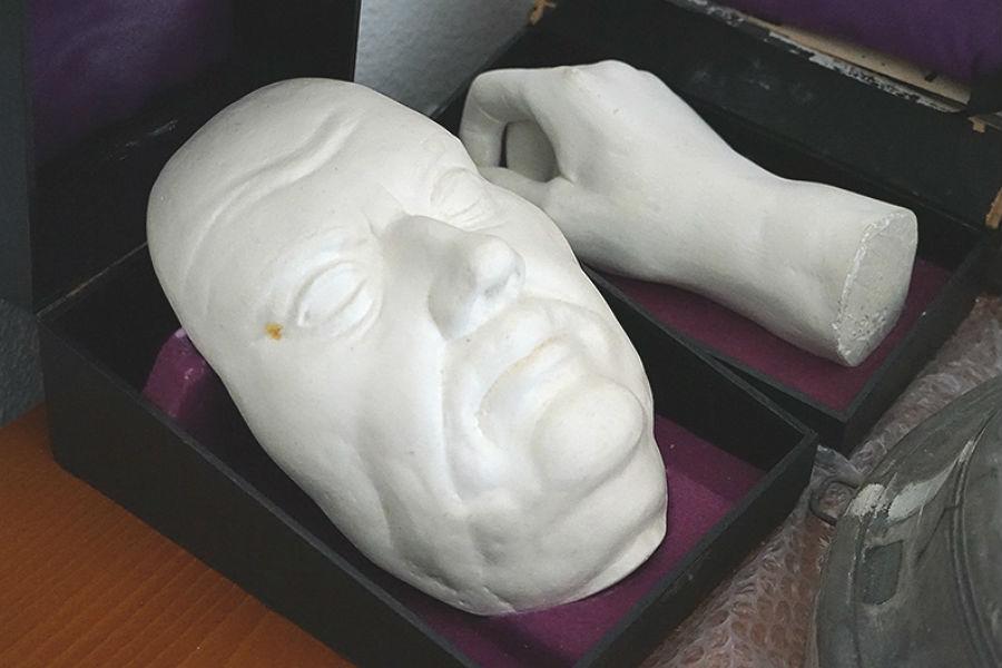Ein Gipsabdruck der Totenmaske von Martin Luther aus der Marienbibliothek zu Halle soll in Bergisch Gladbach Gnadenkirche ausgestellt werden