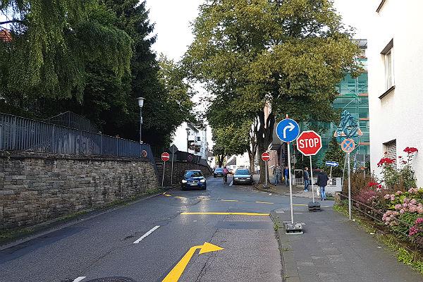 Die Kreuzung Paffrather Straße / Am Broich gegen 18:30 Uhr