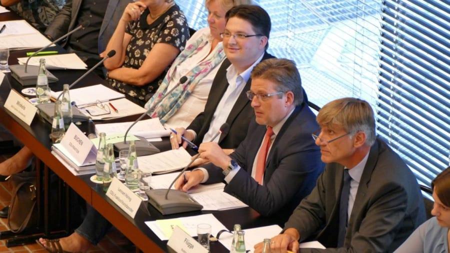 Drei Ausschussvorsitzende und der neue Baurat (rechts). Foto: H. Niekammer