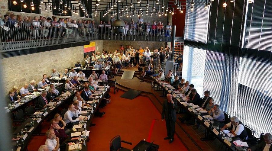 Der Bensberger Ratssaal, ungewöhnlich voll. Foto: Helga Niekammer