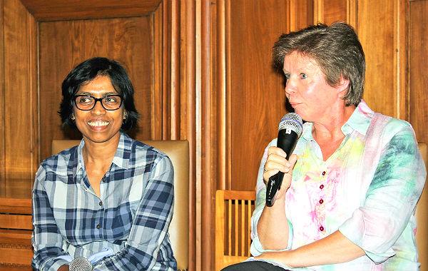 """Eva Wieseler und Vigneswarani Sathiakumaran von der SG Pegasus berichteten von dem lokalen Netzwerk """"Orientierung durch Sport""""."""