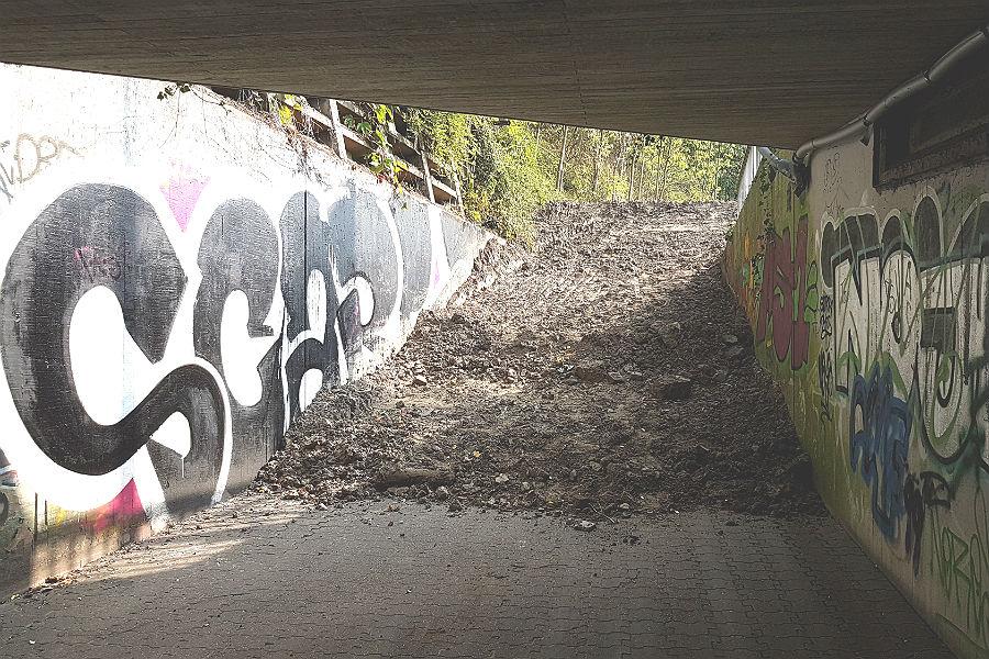 Sackgasse: Die Unterführung vom Bergischen Löwen zur Bensberger Straße ist dicht