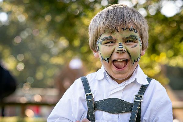 Auf dem großen Familienfest ist das Kinderschminken ein fester Bestandteil (Foto: Uwe Nölke/ Bethanien)