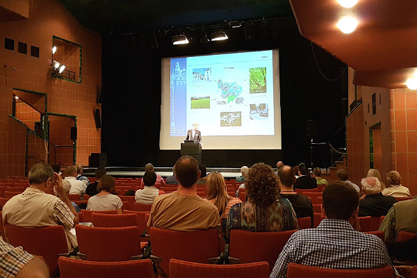 Vorträge im großen Saal des Löwen zum FNP