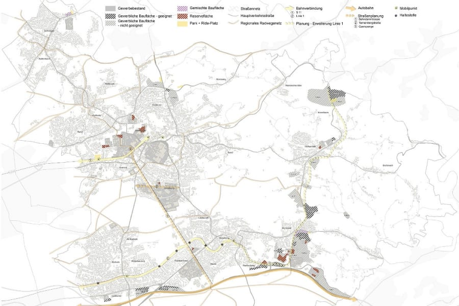 Diese potenziellen Gewerbeflächen hat die Verwaltung geprüft: hellgrau schraffierte wurden verworfen, dunkelgraue Flächen als geeignet befunden